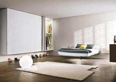 camera-da-letto-con-armadio-e-tapetto