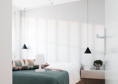 camera-da-letto-con-lampada