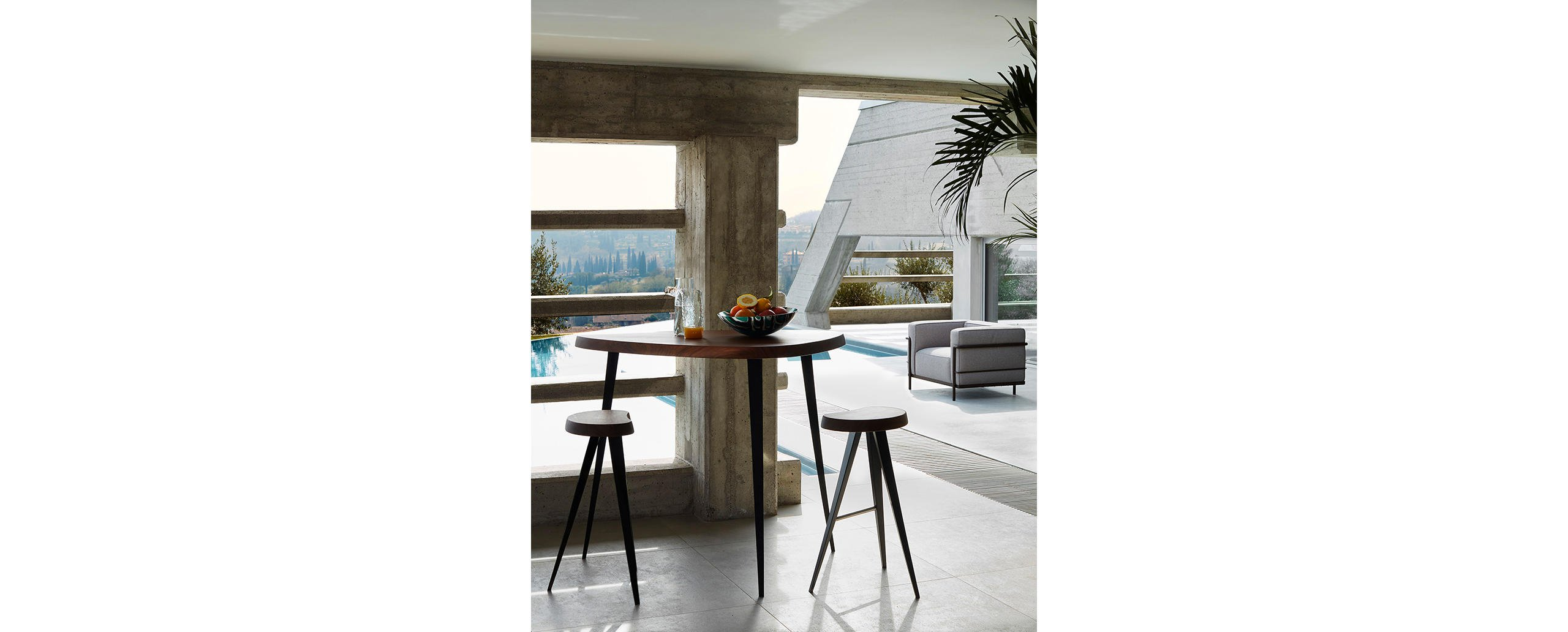 3_cassina_mexique_charlotte_perriand_bar_stool_and_table_photodepasqualemaffini